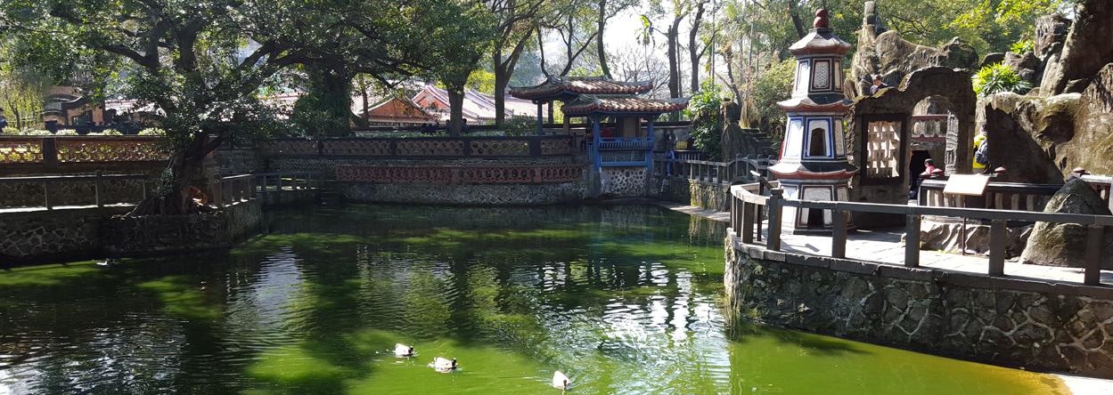 Teich in der Gartenanlage der Familie Lin