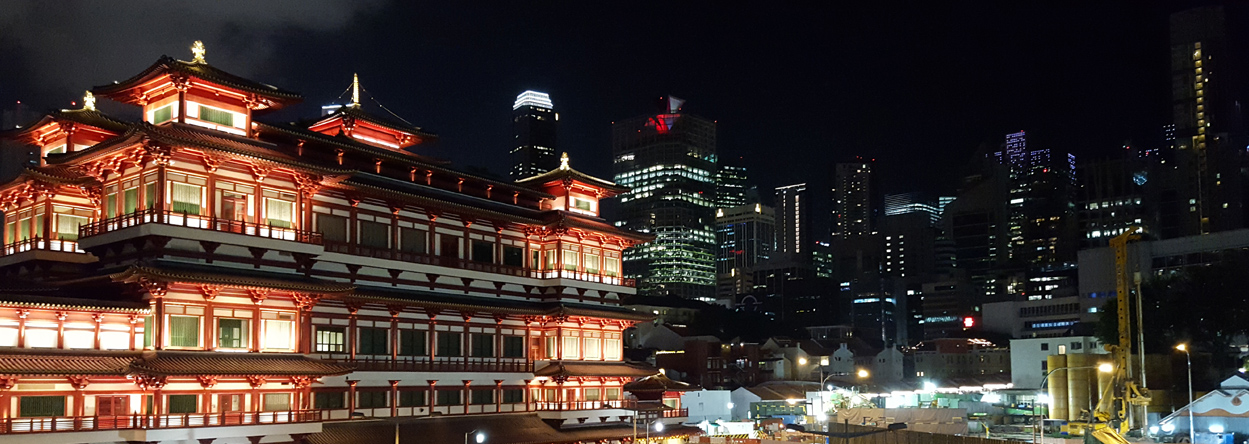 Chinatown und die Skyline von Singapur im Hintergrund