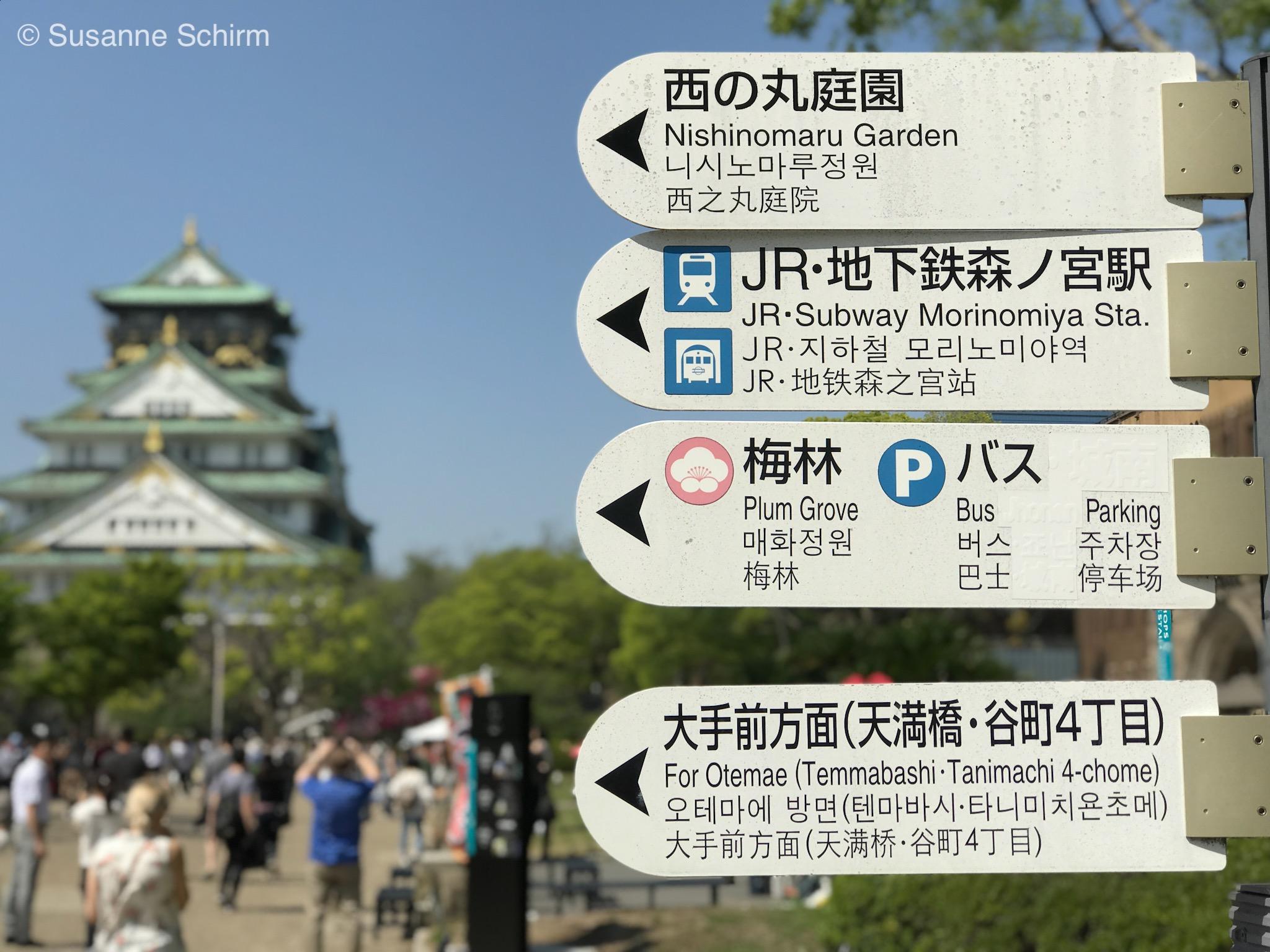 Englische Wegweiser in Osaka