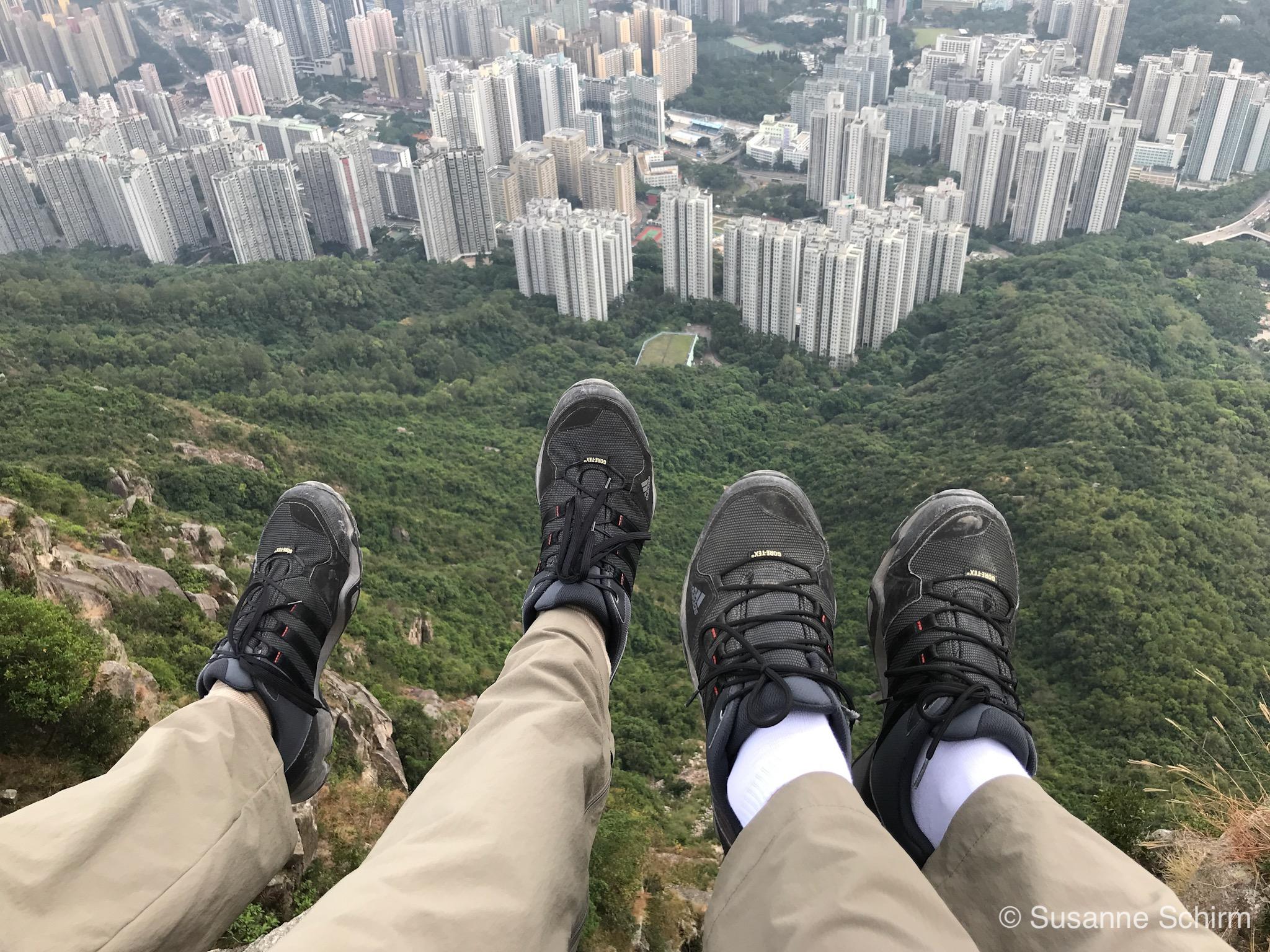 Über den Häuserschluchten von Kowloon