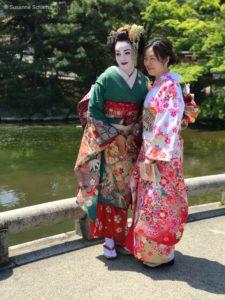 Frauen im Kimono im Maruyama Park