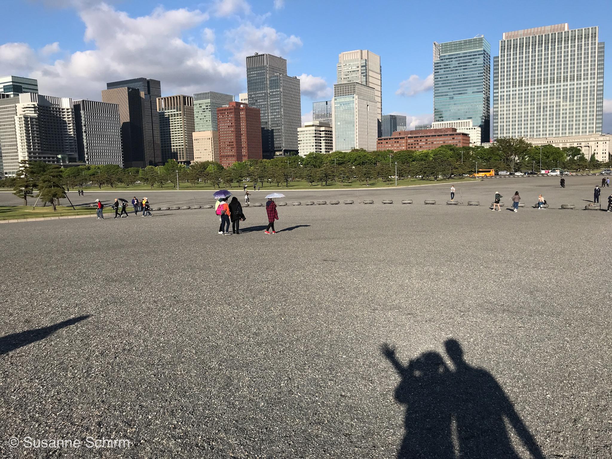 Blick vom Kokyo Gaien Park auf die Skyline von Tokio