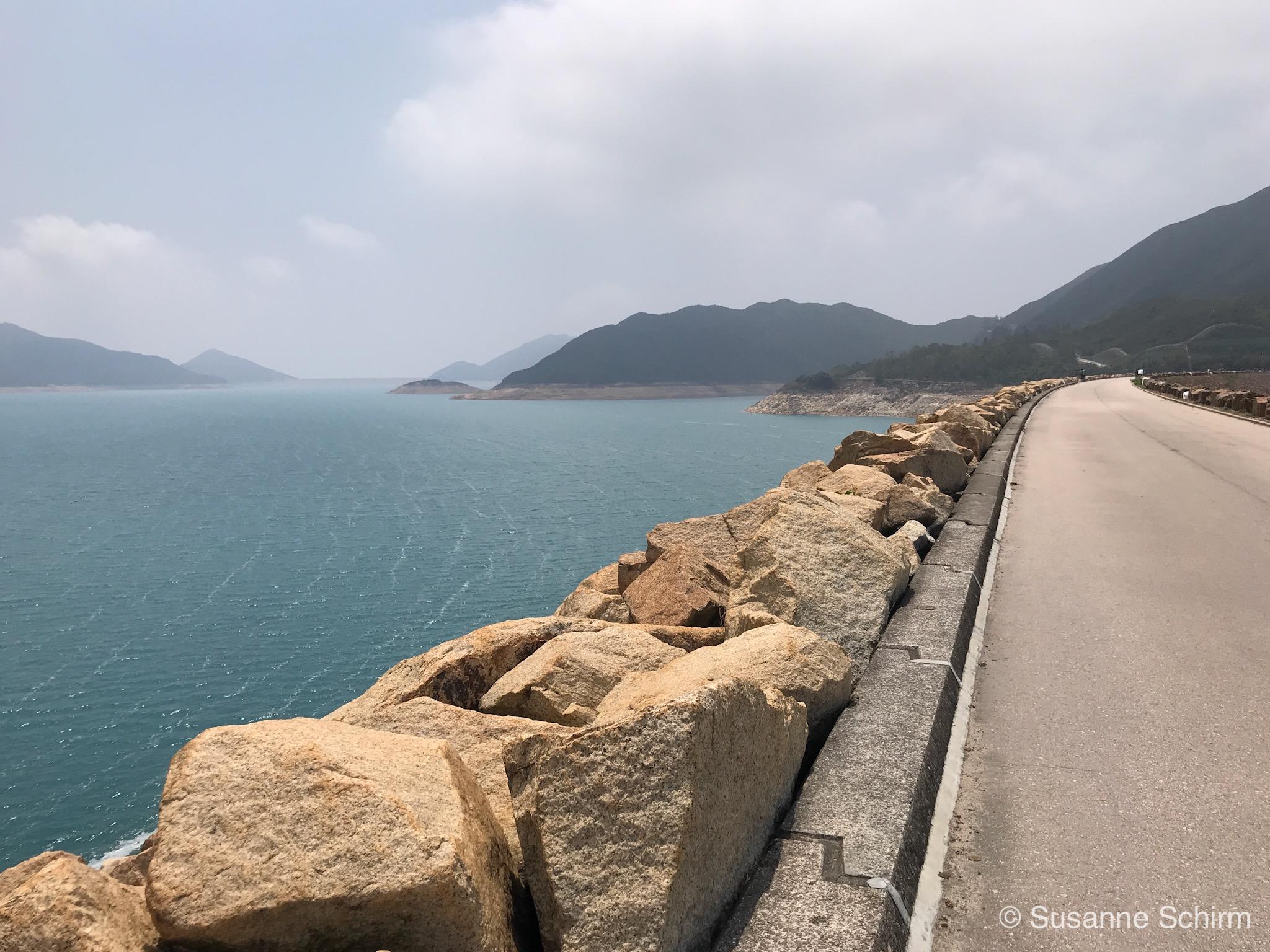 Im Hintergrund kann man den East Dam ausmachen