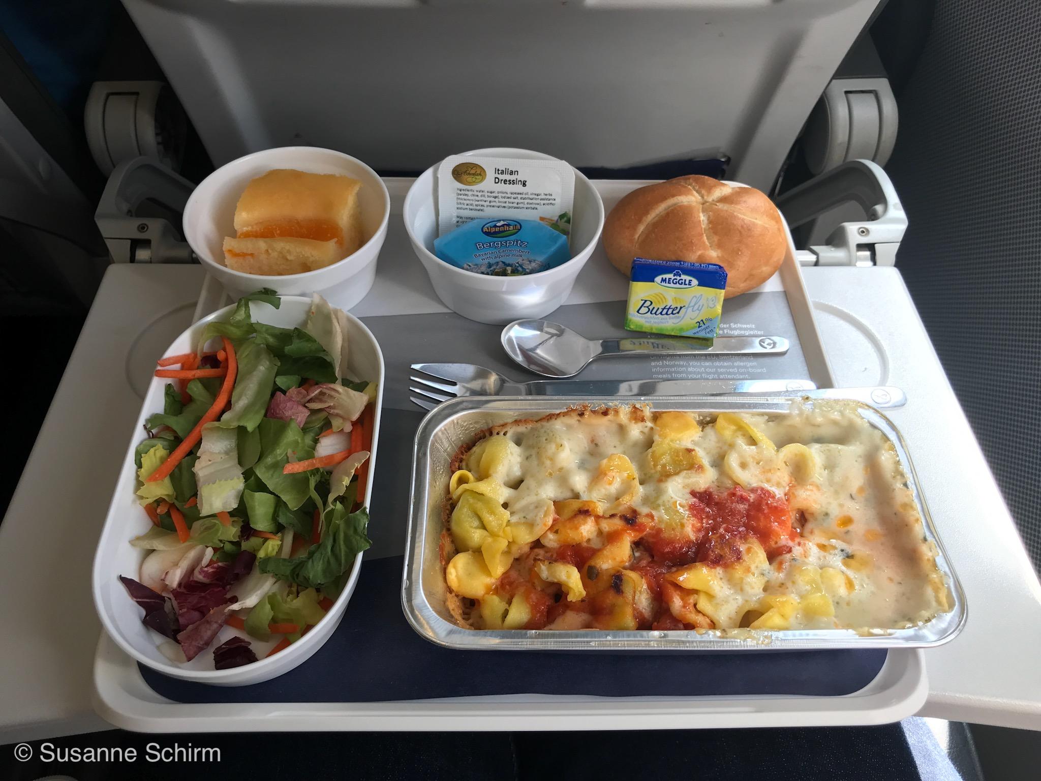 Menü bei der Lufthansa auf dem Flug von Frankfurt nach Tel Aviv