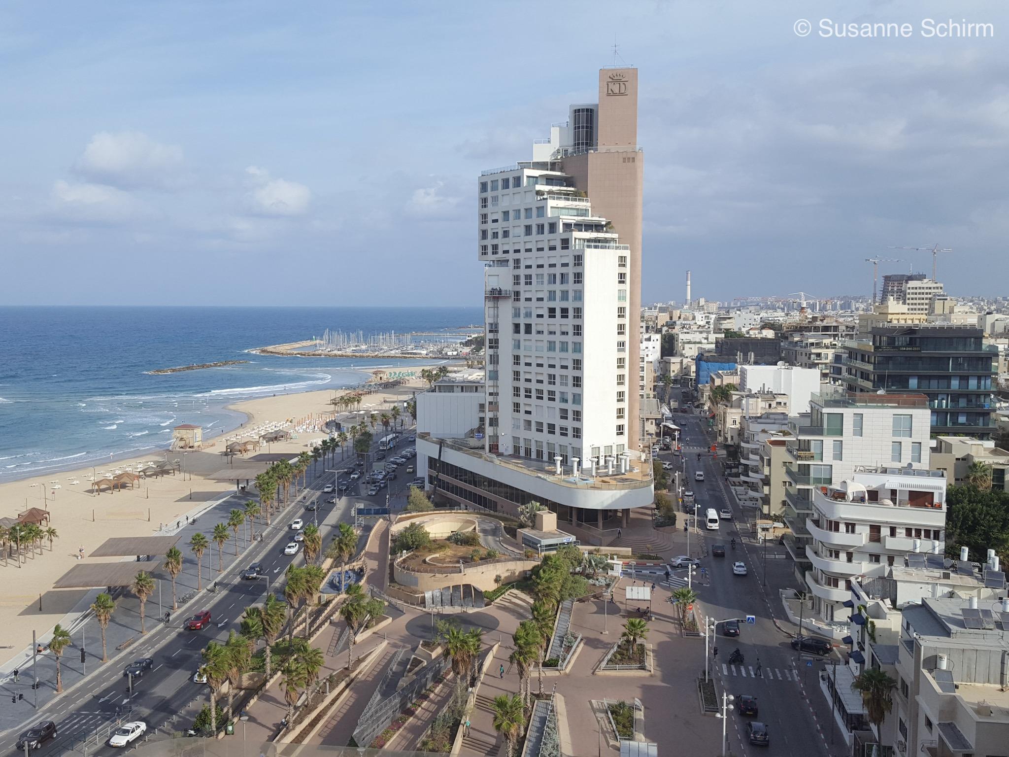 Ausblick vom Hotelzimmer auf den Strand