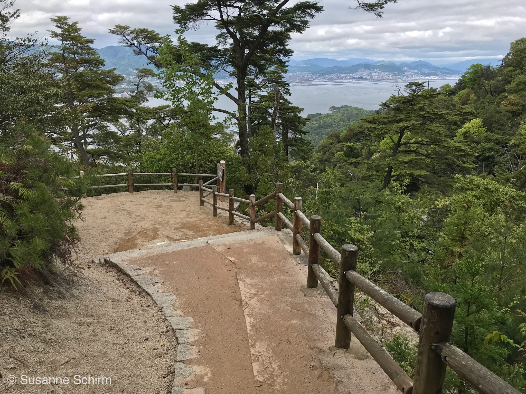 Wanderweg auf der Insel Miyajima