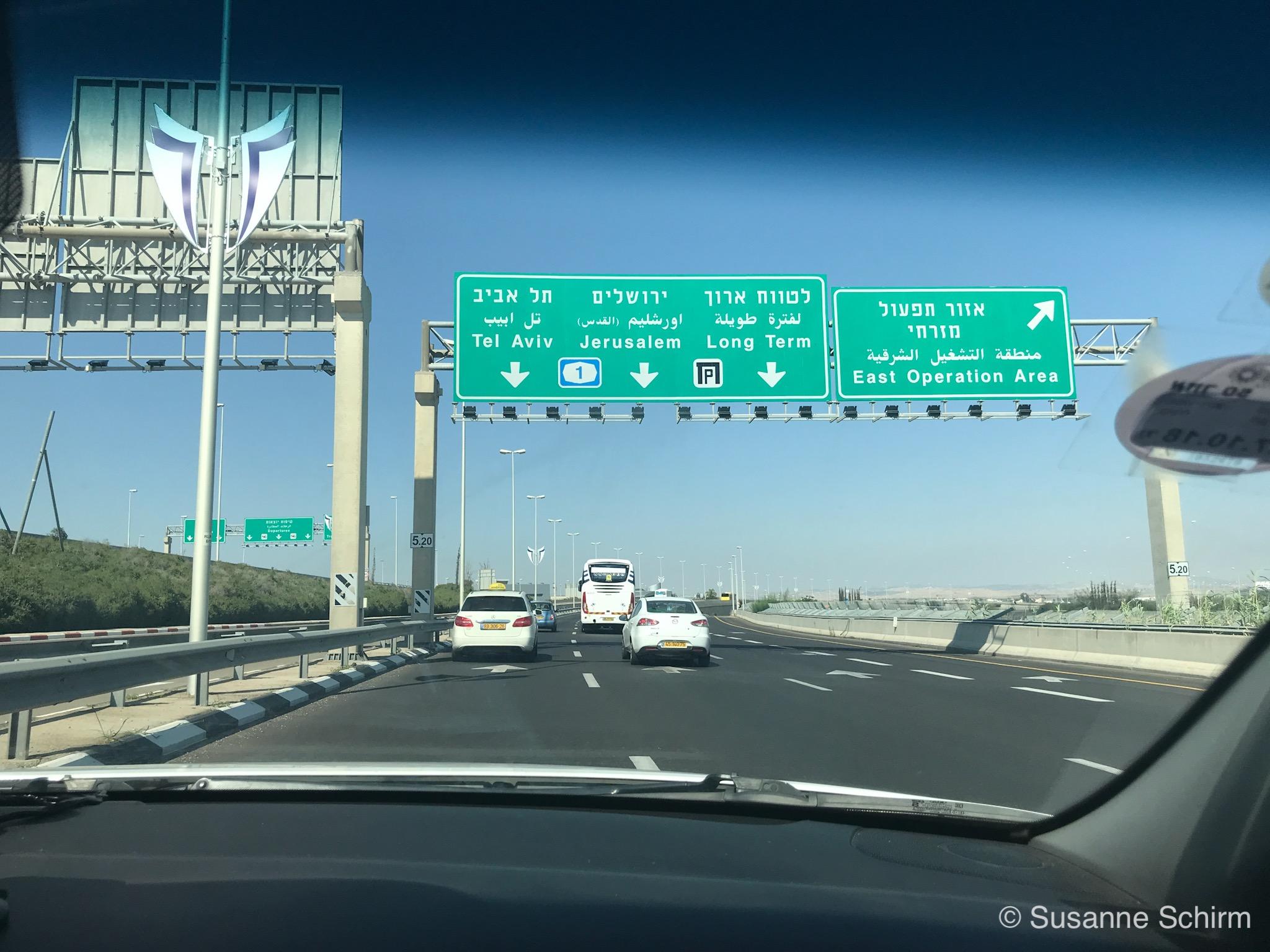 Bild von der Autobahn zwischen Airport und Innenstadt
