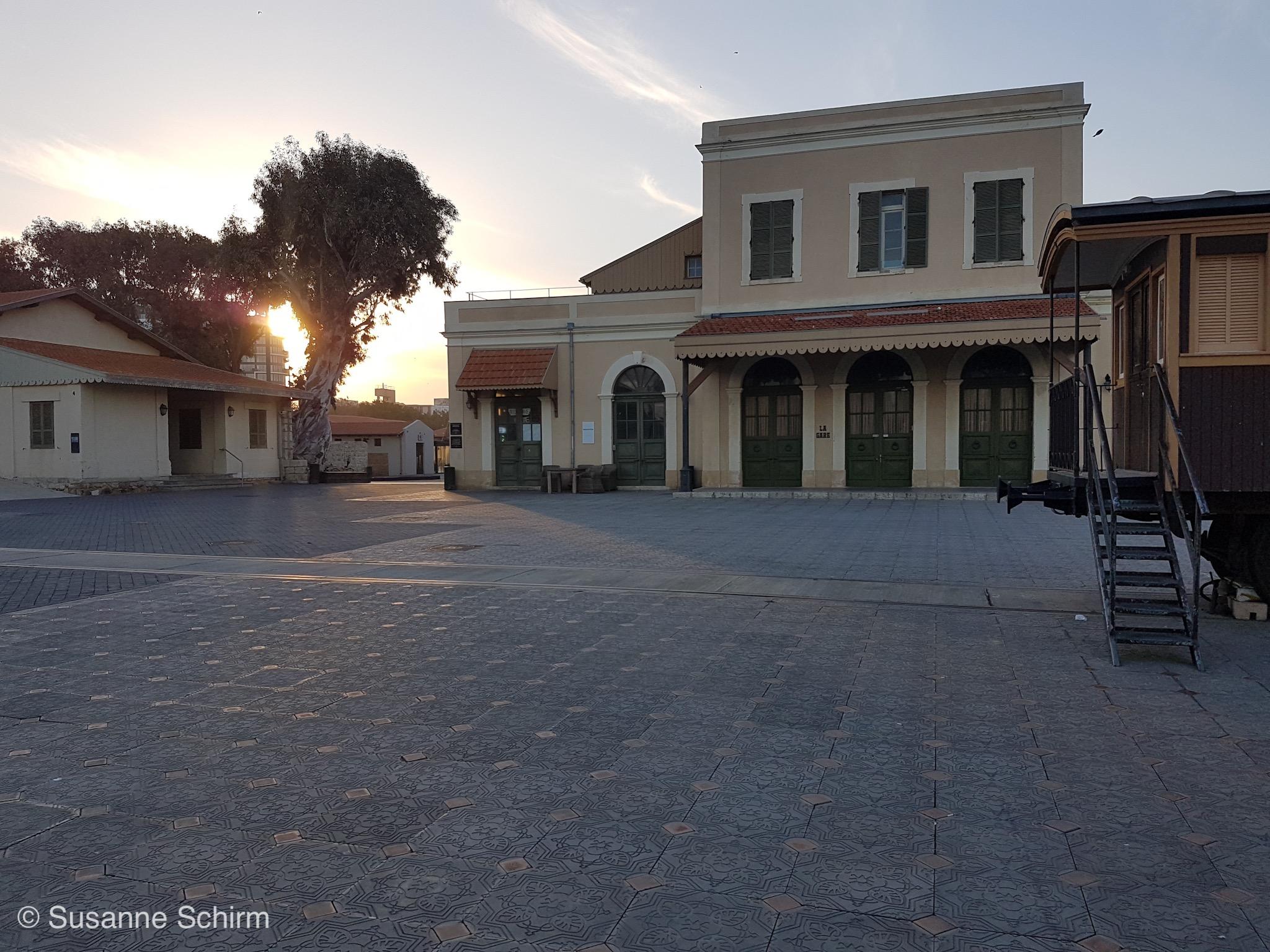 Bild vom historischen Bahnhofsgebäude