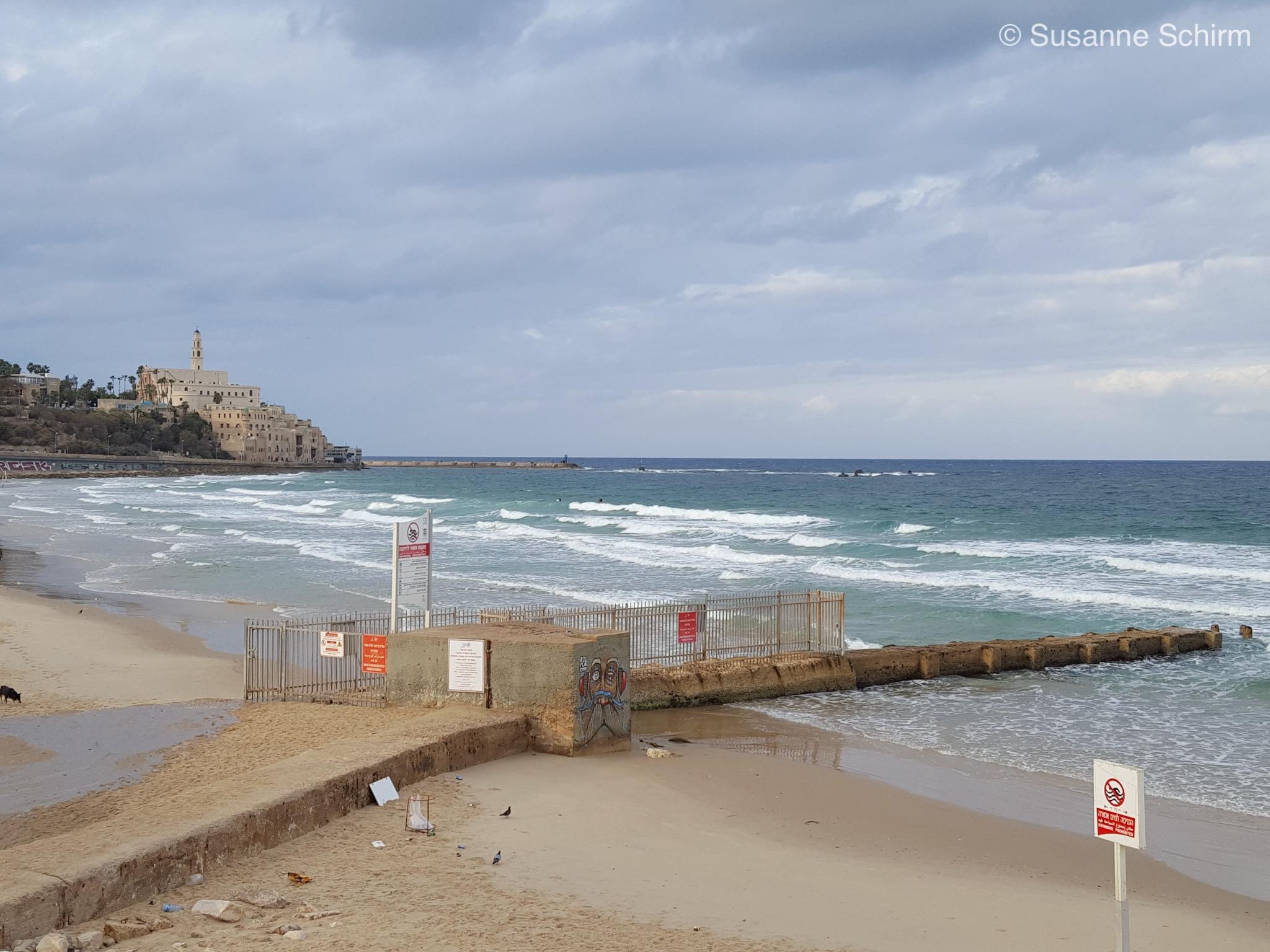Bild vom Strand mit Old Jaffa im Hintergrund