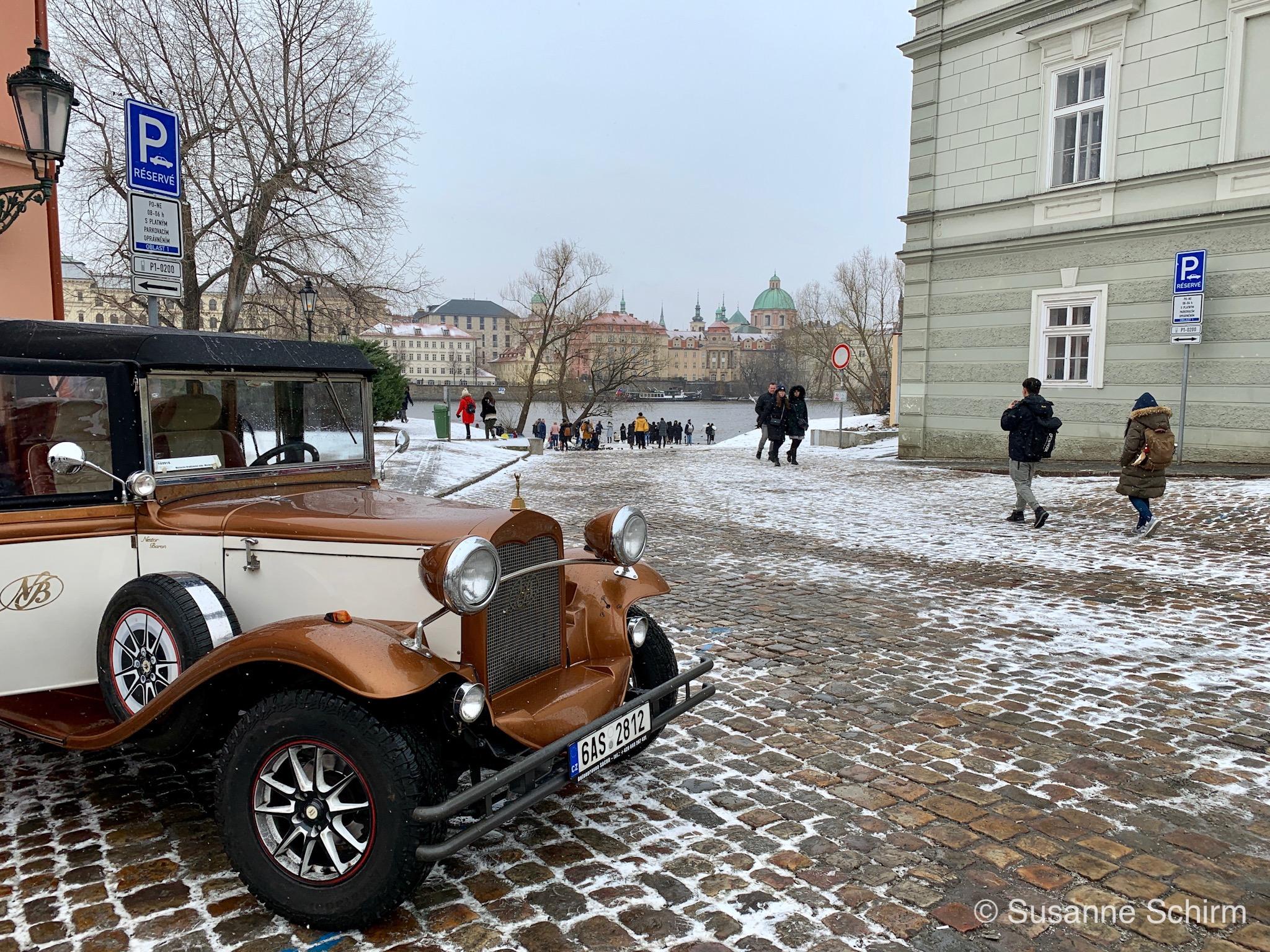 Oldtimer in der Nähe des Franz-Kafka-Museums